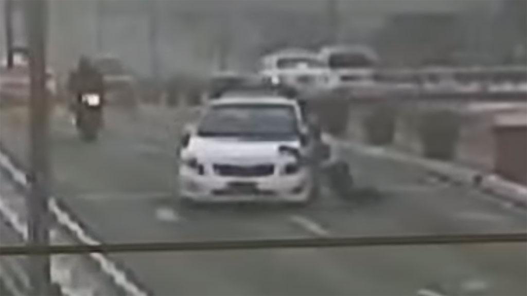 Taxi Runs Over MMDA Traffic Officer